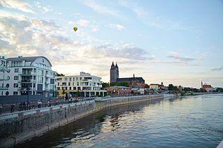 320px-Elbufer_Magdeburg_mit_Dom.jpg