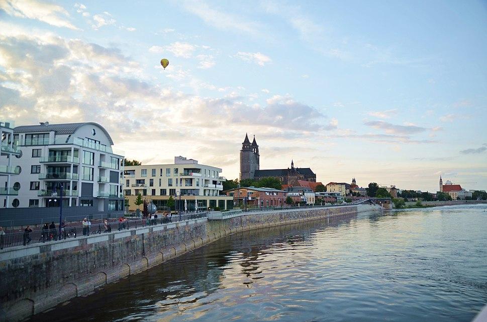 Elbufer Magdeburg mit Dom