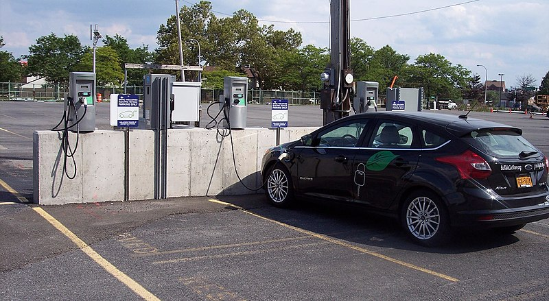 Tiedosto:Electric car charging station.jpg