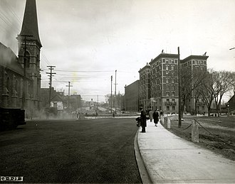 Confederation Park - Intersection of Elgin Street and Laurier Avenue, photographed in May,1939.  The Roxborough Apartments which were demolished to make way for Confederation Park are visible on the right of the photograph.