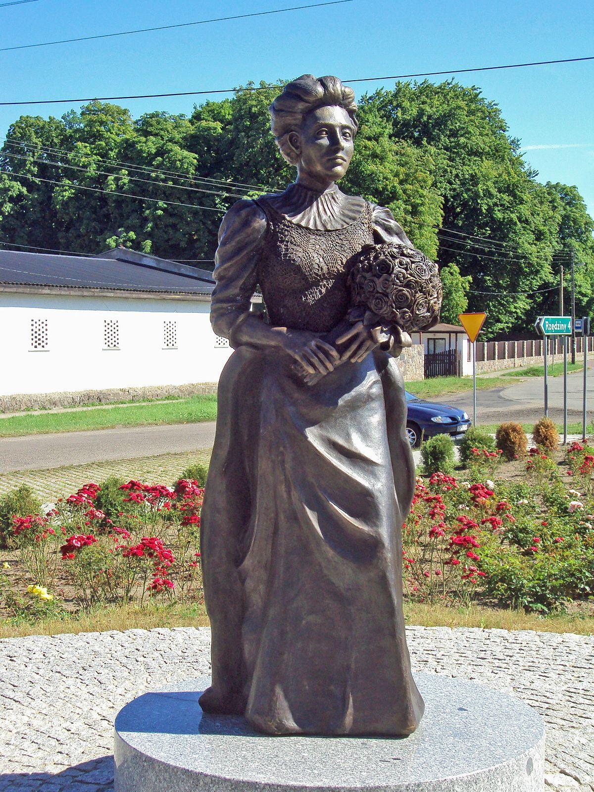 Elizabeth von Arnim Monument in Buk.JPG