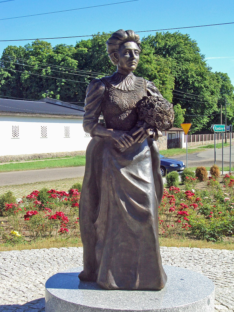 Elizabeth von Arnim Monument in Buk