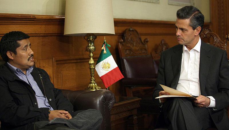File:Enrique Peña Nieto y Alberto Patishtán Gómez.jpg