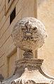 Escalier de la Sainte-Trinité-des-Monts, globe avec fleurs de lis, Rome, Italy.jpg