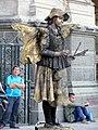 Estatua viva junto a la catedral -pza Armas Stgo -f03-A.jpg