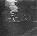 Excelsior Glacier, terminus of valley glacier with large icebergs in the lake, September 3, 1977 (GLACIERS 6505).jpg