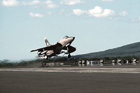 F-105 Thunderchief taking off.jpg
