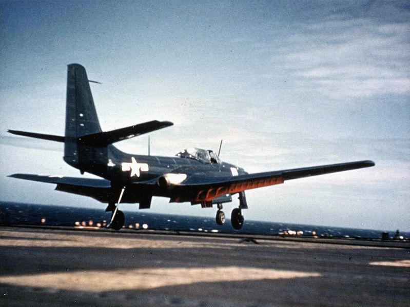 Посадка FH-1 Phantom на USS Saipan CVL-48