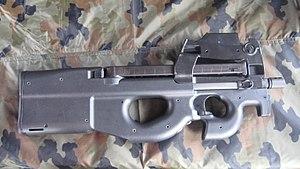 P90 LV/LIR dengan magazen tanpa peluru.