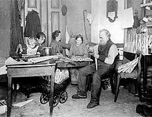 Um 1900 die in einem raum arbeitet wohnt kocht und schläft
