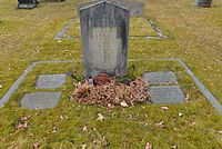 Familjen Kåges gravsten 2016 04.jpg