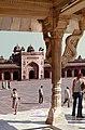 Fatehpur Sikri-08-Mausoleum des Salim Chishti-Saeule-1976-gje.jpg