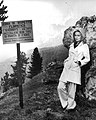 Faye Dunaway on the set of A Place for Lovers, 1968.jpg