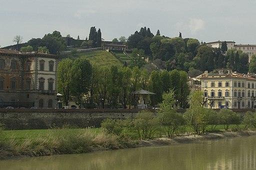 Vista su Piazza Demidoff e il Giardino Bardini, Oltrarno, da Lungarno della Zecca Vecchia, Firenze