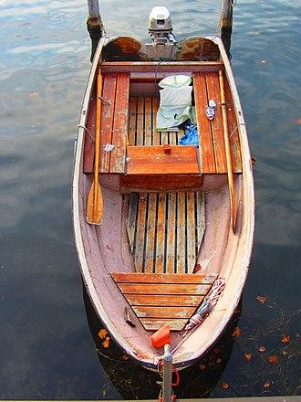 Recreational boat fishing - Image: Fischerboot im Hafen von Rapperswil 2011 12 02 15 37 10 (SX230)