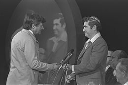 Flickr - Government Press Office (GPO) - Soccer Player Yehoshua Glazer Receiving Medal.jpg