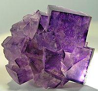 Minerais de A-Z 200px-Fluorite-191782