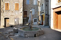 Fontaine place communale.JPG