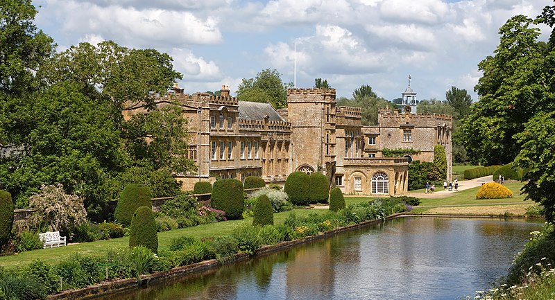 File:Forde Abbey over the pond 2.jpg