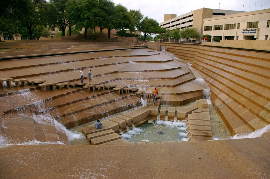 Fort Worth Water Gardens 1 (4689217353)