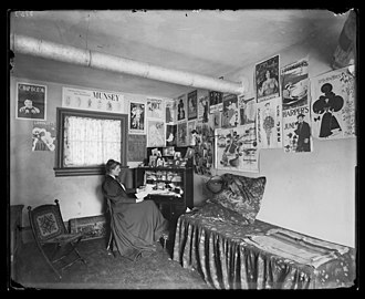 Frances Benjamin Johnston - Johnston in her studio, 1896