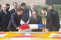 Francois Hollande laying wreath at the Samadhi of Mahatma Gandhi, at Rajghat, in Delhi. The Minister of State for Environment, Forest and Climate Change (Independent Charge), Shri Prakash Javadekar is also seen.jpg