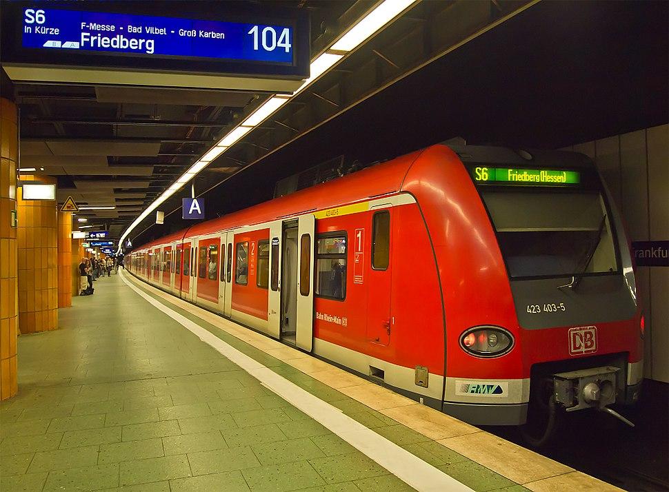 Frankfurt Hauptbahnhof tief S-Bahn S6