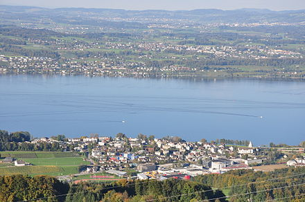 Freienbach in the foreground, on the shores of Lake Zürich