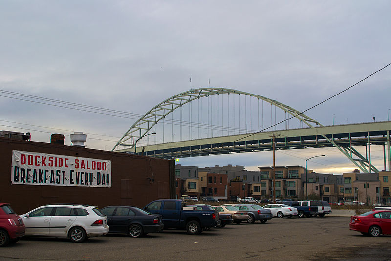 File:Fremont Bridge viewed from NW 17th Avenue.jpg