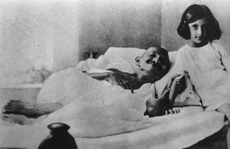 Indira Gandhi - Young Indira with Mahatma Gandhi during his fast in 1924. Indira, who is dressed in a khadi garment, is following Gandhi's advocacy that khadi be worn by all Indians instead of British-made textiles