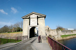 Bergues - Image: Gate of Cassel, Bergues