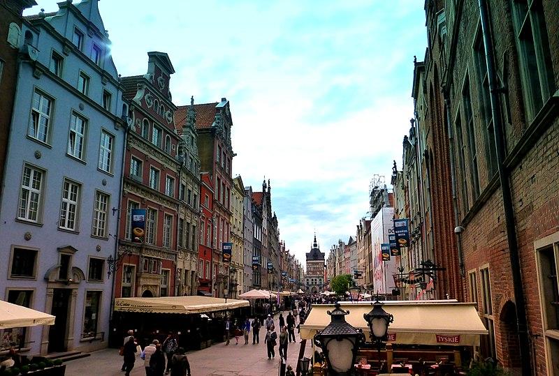 File:Gdańsk, ulica Długa - widok od Ratusza Głównego Miasta.jpg