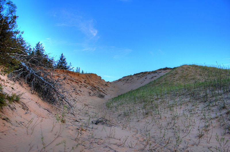 File:Gfp-michigan-pictured-rocks-national-lakeshore-skies-over-the-dunes.jpg