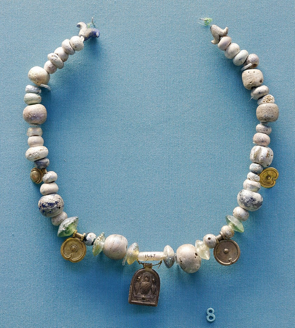Glass necklace BM WA 133334