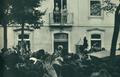 Gomes da Costa é aclamado por populares na varanda do Governo Civil de Coimbra (Junho de 1926).png