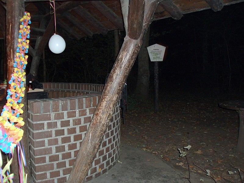 Grillhütte am Schanzenberg bei Nacht