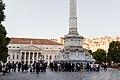 Grupo de estudantes universitários na Praça do Rossio em Lisboa (10000091105).jpg