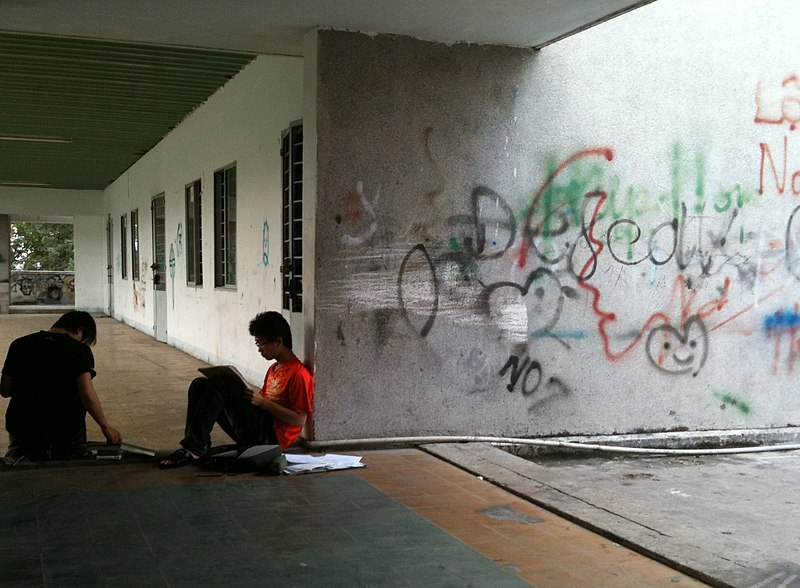 Tập tin:HCMC Two students studying.JPG