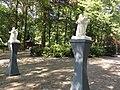Handel (Gemert-Bakel) Processiepark, sculptuur engelen, entree park.JPG