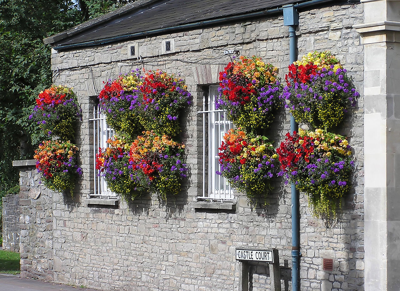 file hanging baskets in thornbury arp jpg wikimedia commons