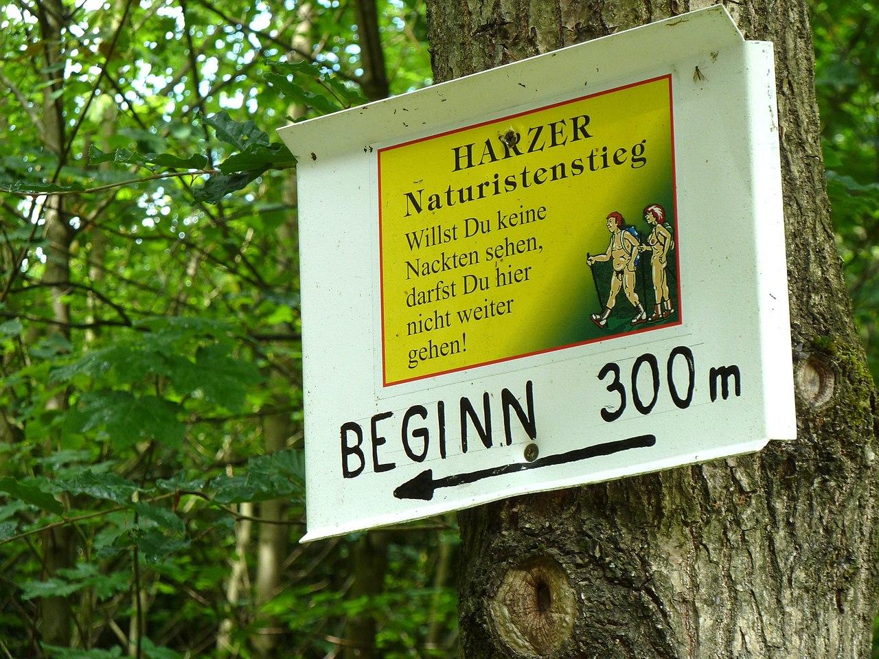 [Afbeelding: 1280px-Harzer_Naturistenstieg_beginn_300_meter.jpg]
