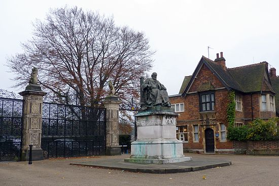Statue of Salisbury in front of the park gates of Hatfield House Hatfield GascoyneCecil statue.jpg