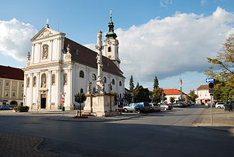 Bruck an der Leitha - Main square with the parish church