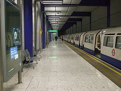 Heathrow Terminal 5 platform 6 look west 1973 stock.JPG
