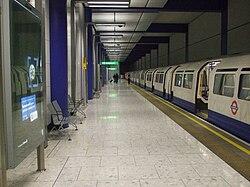 Heathrow Terminal 5 platform 6 look west 1973 stock.JPG