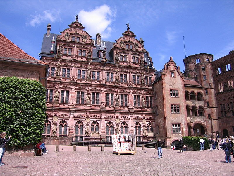 http://upload.wikimedia.org/wikipedia/commons/thumb/2/24/HeidelbergFriedrichsbau.jpg/800px-HeidelbergFriedrichsbau.jpg
