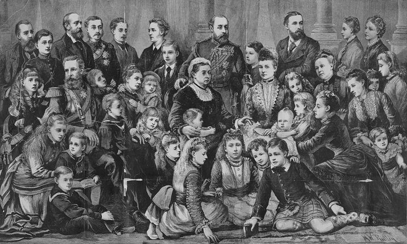 La reina Victoria I, junto a los miembros de la familia real.