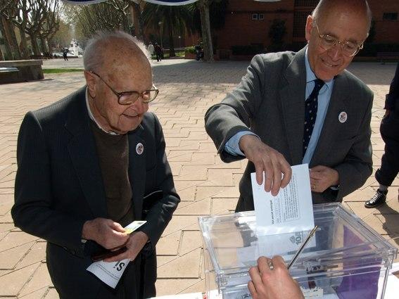 Heribert Barrera i Joan Rigol votant a Barcelona Decideix