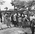 Het spreekuur in het gebouw van de districtscommisaris in Nieuw-Nickerie, Bestanddeelnr 252-5402.jpg