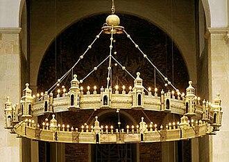 Hezilo chandelier - Image: Hildesheim Dom Radleuchter